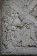 XVI. Station: Veronika reicht Jesus das Schweißtuch.